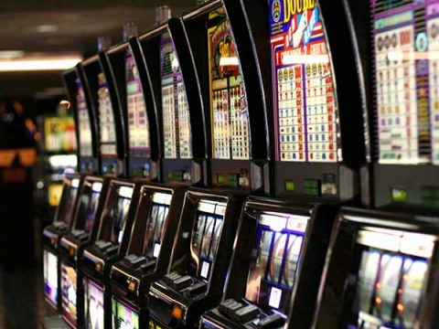 หากเราจะเล่น เกมสล็อต Slot Machine ในคาสิโน...เราจำเป็นต้องให้ทิปหรือไม่